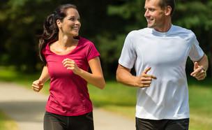 איש ואישה רצים (צילום: CandyBox Images, Shutterstock)