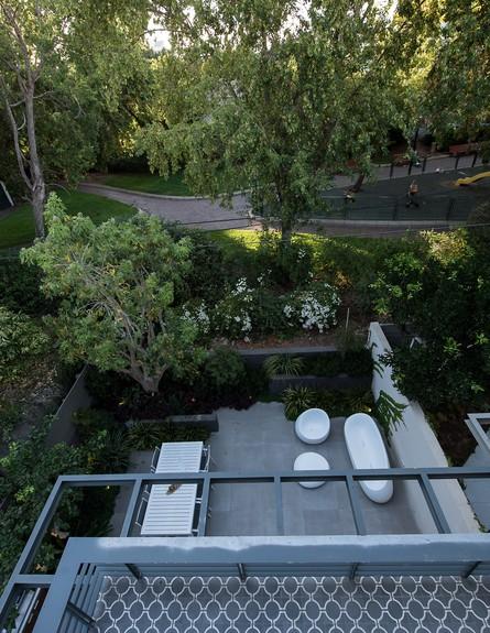 גליה ואנונו, ג, מבט מהמרפסת (42) (צילום: עמית גושר)