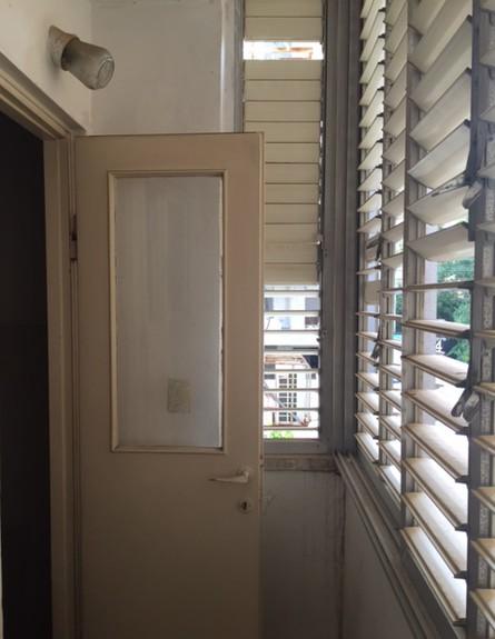 יעל ודפנה, מרפסת לפני השיפוץ, צילום ביתי (צילום: איתי בנית)