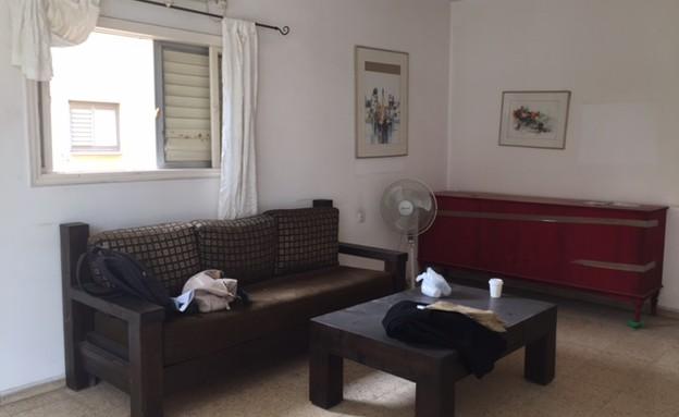 יעל ודפנה, סלון לפני השיפוץ, צילום ביתי (צילום: איתי בנית)