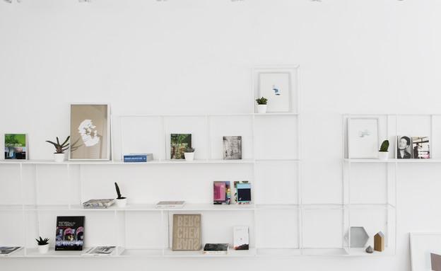 יעל ודפנה, ספרייה (19) (צילום: איתי בנית)
