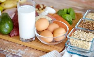קטניות וביצים (צילום: Syda Productions, Shutterstock)