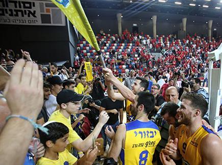 חגיגות צהובות (אלן שיבר) (צילום: ספורט 5)