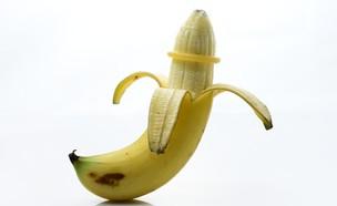 בננה וקונדום    (צילום: Shutterstock)