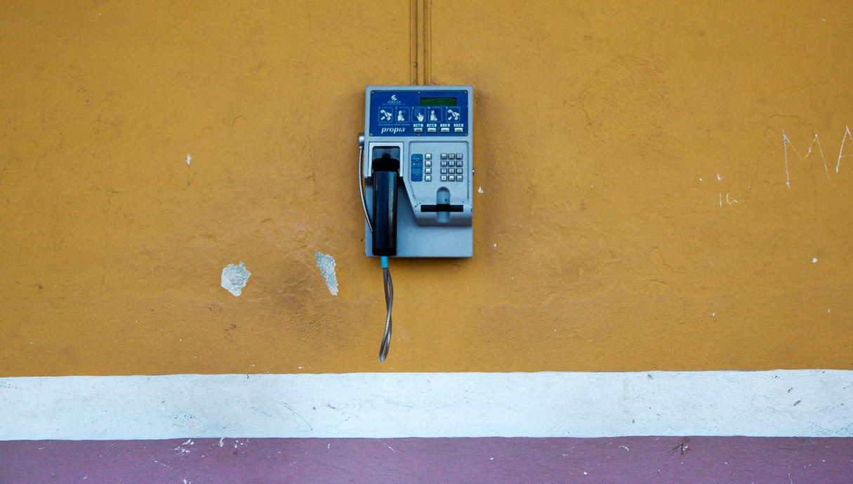 טלפון ציבורי בעיירה סנקטי ספירטוס