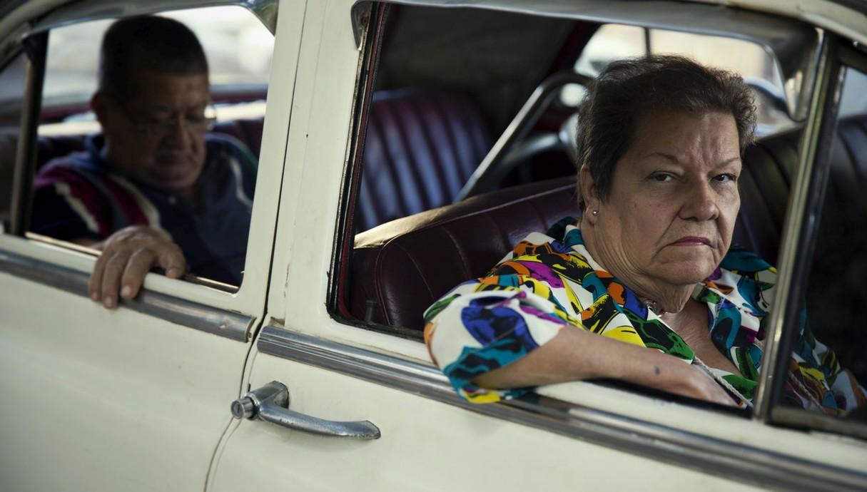 זוג במכונית קלאסית, שכונת בידדו - הוואנה