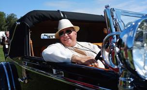 נהג בתערוכת רכבי יוקרה נדירים בקונטיקט (צילום: Spencer Platt, GettyImages IL)