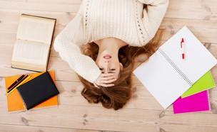 סטודנטית מתקשה בלימודים (צילום: Shutterstock)