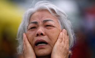 אישה צפון קוריאנית מתאבלת על מותו של המנ (צילום: רויטרס)