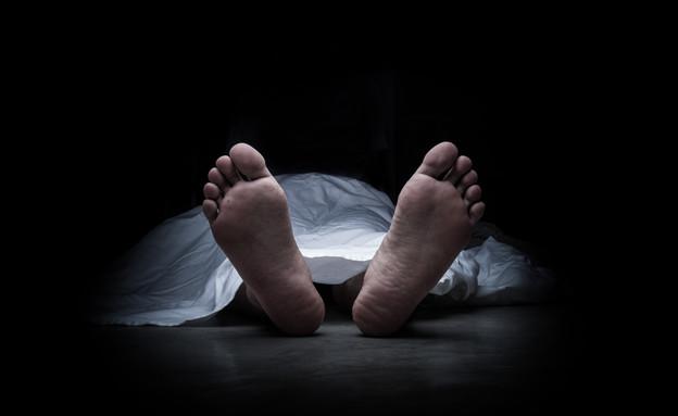 רגליים של גופת גבר מת (צילום: Shutterstock)