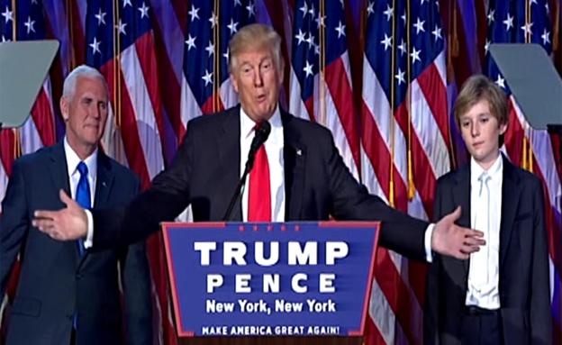 טראמפ ומשפחתו ברגעי ההכרזה על הזכייה (צילום: CNN)
