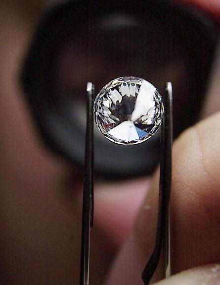יהלום במפעל יהלומים בלגי (צילום: Paul O''Driscoll, GettyImages IL)