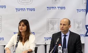 """בנט והמנכ""""לית כהן במסיבת העיתונאים (צילום: לע""""מ)"""