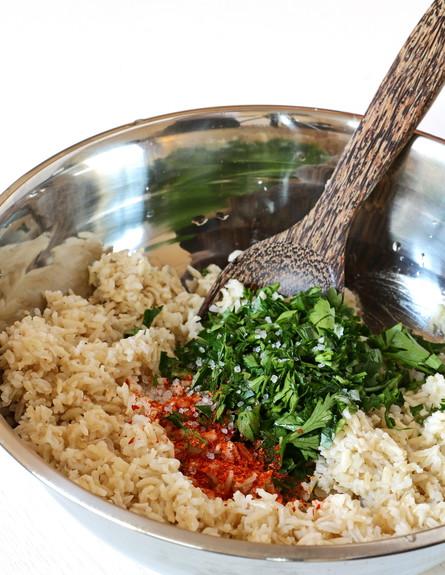 אורז מלא - הכנת האורז המקסיקני (צילום: נטע-חן ליבנה, אוכל טוב)