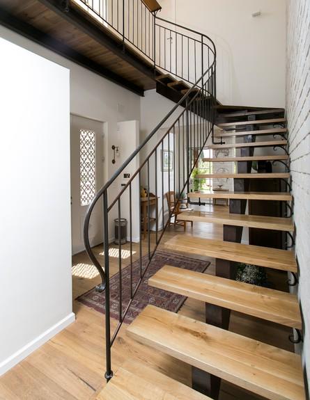 מיכל וייסמן, ג, מדרגות  (צילום: שירן כרמל)