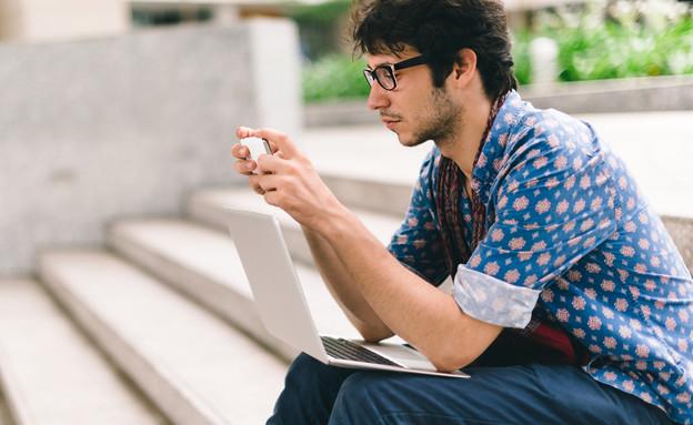 סטודנט לומד (צילום: Shutterstock)