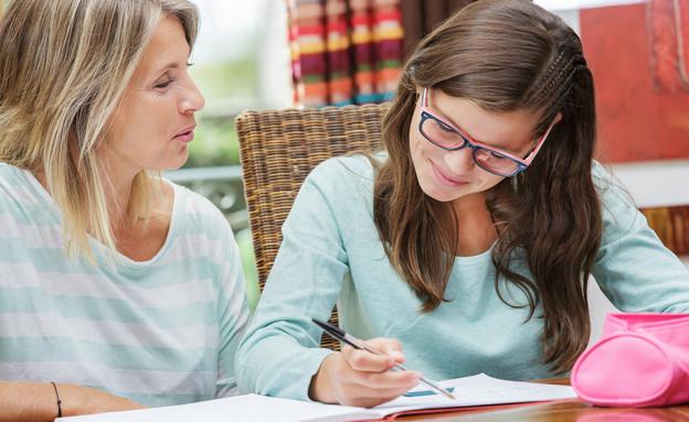תלמידה ומורה פרטית (צילום: Shutterstock)
