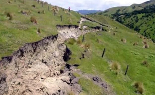 חתך באי הדרומי של ניו זילנד (צילום: SKY NEWS)