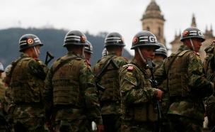 חיילים מאבטחים את משאל העם (צילום: רויטרס)