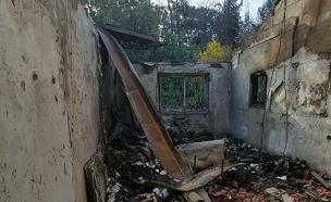בית שנשרף בזכרון יעקב (צילום: אהרון פרייס)