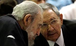עם האח, הנשיא ראול קסטרו (צילום: AP)