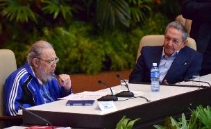 עם האח, הנשיא ראול קסטרו (צילום: רויטרס)