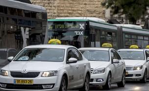 מוניות בירושלים (צילום: אוליבייה פיטוסי, TheMarker)