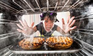 עוגות נשרפות בתנור (צילום: Andrey Armyagov, Shutterstock)
