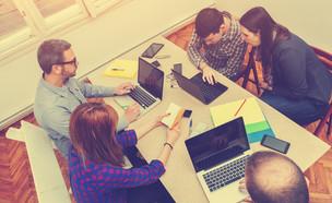 עובדים בהיי-טק (אילוסטרציה: Shutterstock)