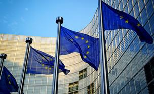 דגלי אירופה מחוץ לבניין הנציבות האירופית בבריסל (צילום: ShutterStock)