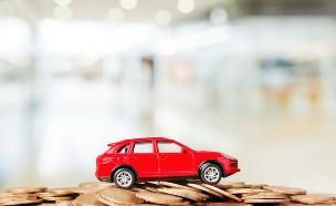 מכונית על ערימה של מטבעות (אילוסטרציה: Shutterstock)