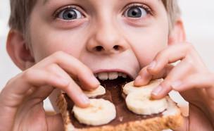 ילד אוכל  (צילום: Shutterstock)