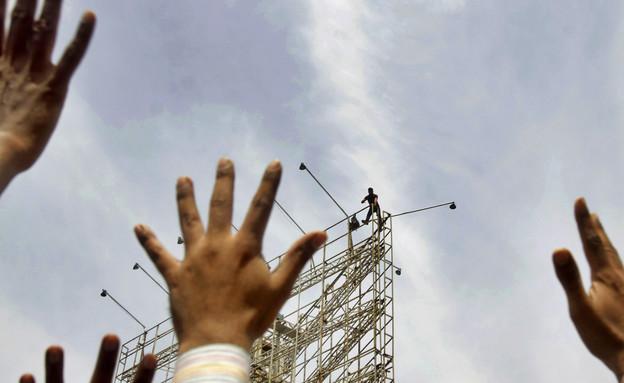 התאבדויות כושלות (צילום: Sakchai Lalit   AP)