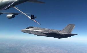 מטוס מסוג F35 מתדלק (צילום: חדשות 2)