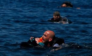 מבצע הצלה בלב הים התיכון (צילום: רויטרס)