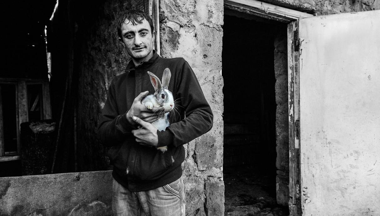 בכפר חקלאי סמוך לעיר גרני הארנבת היא לא חיית מחמד