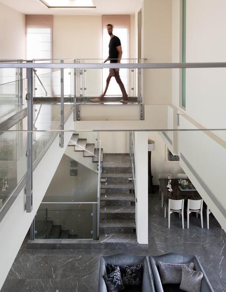 ישראל נוטס, ג, מדרגות (40) (צילום: עומרי אמסלם)