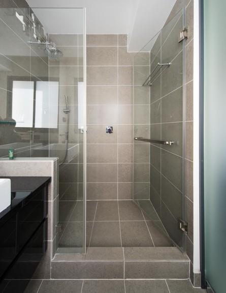 ישראל נוטס, ג, מקלחת (70) (צילום: עומרי אמסלם)