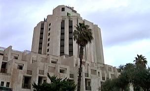 ירושה בלתי צפויה: בעל המלון הוריש לעובדים צ'ק שמן (צילום: חדשות 2)