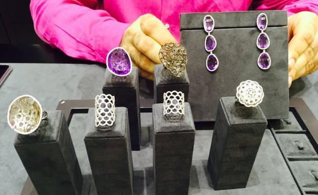 התכשיטים של ענבל אור שמוצעים למכירה (צילום: mako)