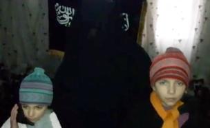 """ההורים הורו לבנותיהם: """"הילחמו במשטר בלי פחד"""""""