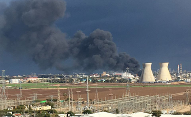 שריפה בבתי הזיקוק בחיפה (צילום: יניב לוי מארגון מפעילי עגורן צריח)