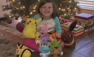 אשלינד האוול וצעצועי הפוקימון שרכשה (צילום: בת'ני ג'ונסון האוול, פייסבוק)