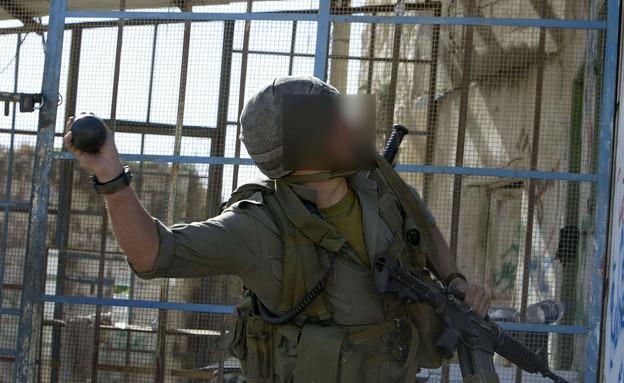 חייל זורק רימון, אילוסטרציה (צילום: David Silverman, GettyImages IL)