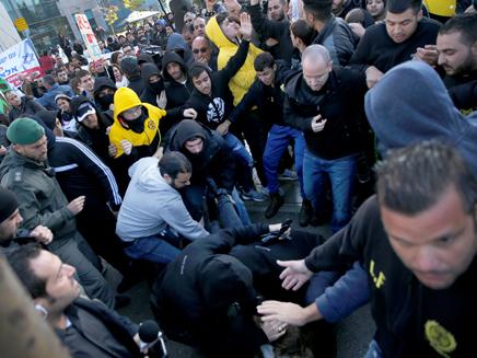העימותים בין המפגינים לשוטרים