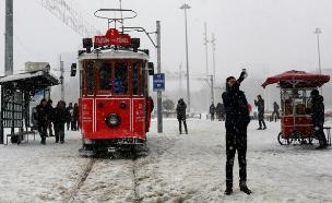 שלג כבד באיסטנבול (צילום: רויטרס)