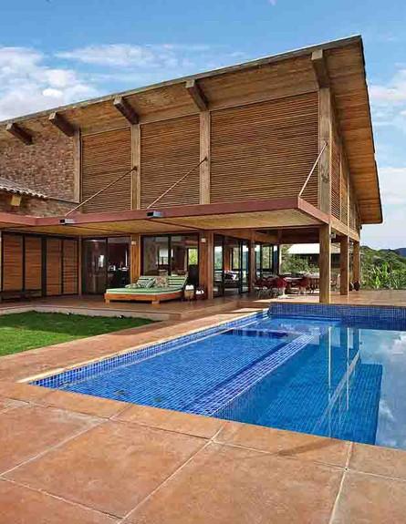 בית בהרים בעיצוב David Guerra (צילום: Jomar Braganca)