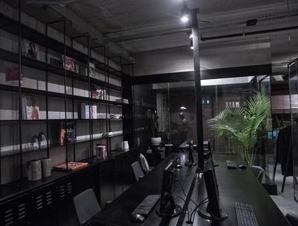 משרדים01, גוונים כהים ועמוקים