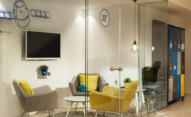 משרדים08, חדרי הישיבות מופרדים בעזרת מחיצות זכוכית (צילום: עידן אדן)