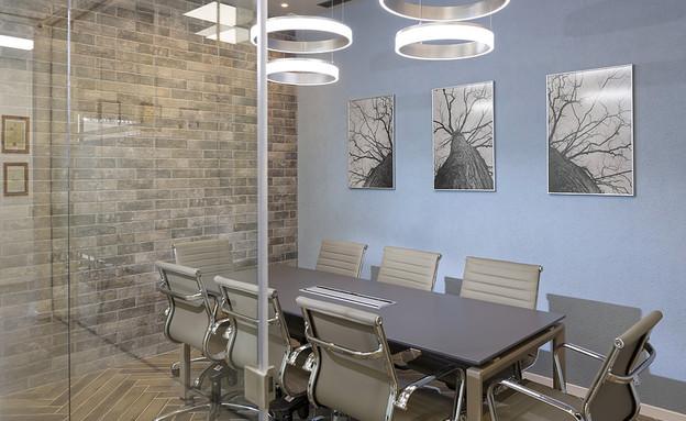 משרדים02, חדר ישיבות חם ועשיר (צילום: שי אפשטיין)